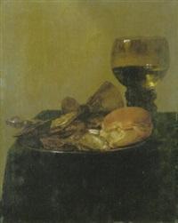 stilleben mit austern und brot auf einem teller, messer, römer auf einem tisch mit grüner tischdecke by simon luttichuys