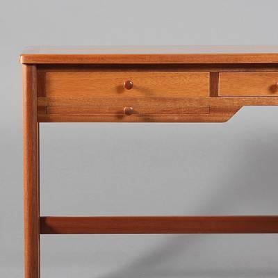 freestanding desk model 141 by rigmor andersen