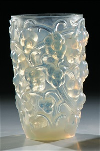 vase ''thomery'' by rené lalique