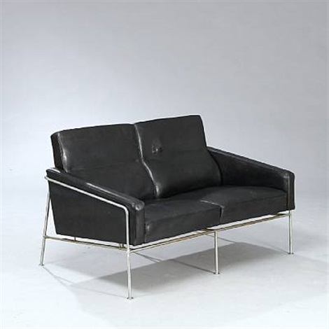 airport freestanding two seater sofa model 3302 by arne jacobsen