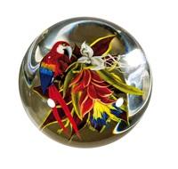 briefbeschwerer ''scarlet macaw'' by rick ayotte