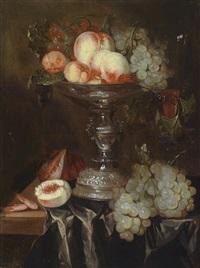 ein stillleben mit früchten in einer silbernen tazza auf einer stoffbedeckten tischkante by abraham van beyeren