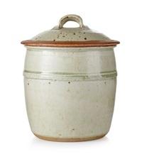 urna med lock (set of 2) by richard batterham