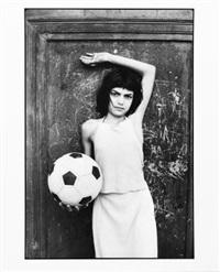 bambina con pallone, palermo by letizia battaglia