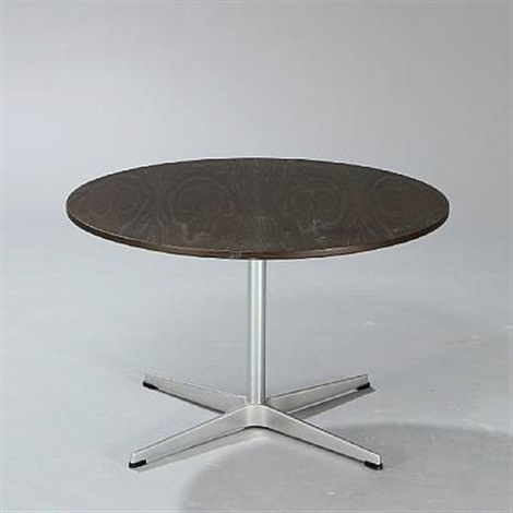 circular coffee table by arne jacobsen