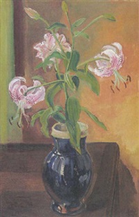 lilien in blauer vase by ludwig ten hompel