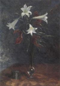 weiße lilien und anthurien in glasvase by ernst müller-scheessel