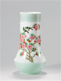 粉彩水点桃花双鸟瓶 (famille-rose vase with birds pattern) by xu yafeng