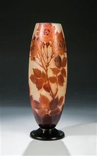 vase mit heckenrose by cristallerie d'emile gallé