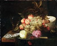 stilleben mit römer, austern, einer halb geschälten zitrone und einer rose auf einem zinnteller, weintrauben, pfirsichen, pflaumen und kirschen in einer schale auf einem tisch mit grüner samtdecke by jacobus van der hagen