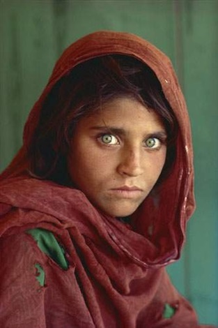 afghan girl peshawar pakistan by steve mccurry