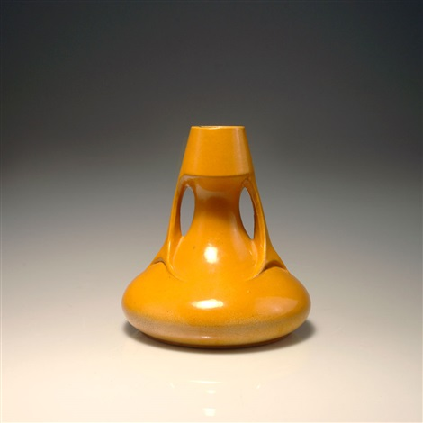 henkelvase by peter behrens