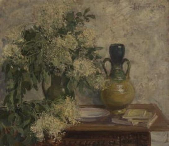 stillleben mit hollunderblüten in einem tonkrug, keramikvase und büchern by hans heider