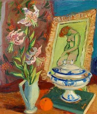 opstilling på bord med blomster, terrin og billede af model by georg jacobsen