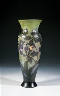 bedeutende vase mit orchidee und käfer by émile gallé