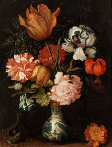 stilleben mit blumenstrauss in einer wan li vase mit einer eidechse by balthasar van der ast