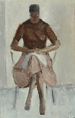 siddende kvinde i brunt by jeppe vontillius
