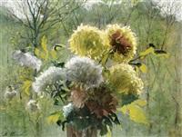 chrysanthemenstrauß vor waldhintergrund by marie heineken