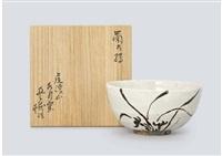 vase depicting chrysanthemum by arakawa toyozo