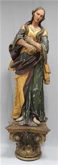 große marienskulptur mit verschränkten armen und geneigtem kopf by anonymous (18)