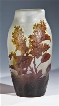 vase mit flieder by arsall (vereinigte lausitzer glaswerke)