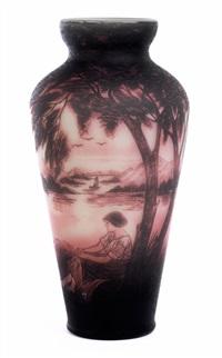 jugendstilvase mit umlaufenden landschaftsmotiv mit seen, bäumen und bergen by georges raspiller