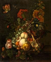 grosses stilleben mit früchten und blumen by gérard van spaendonck