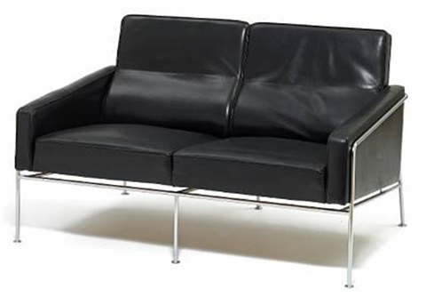 lufthavnssofa two seater sofa model 3302 by arne jacobsen on artnet. Black Bedroom Furniture Sets. Home Design Ideas