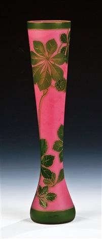 vase mit kastanien by gräfliche harrachsche glasfabrik co
