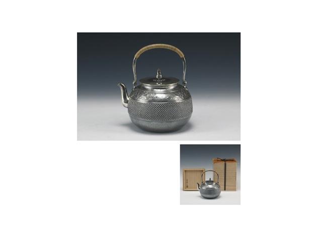 pure silver kettle wirh floral design by ichibosai