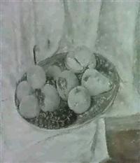 stilleben mit fruchten auf brauner platte. by giacomo piccinini