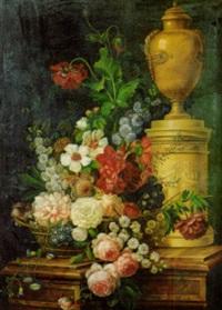 fiori in una cesta di vimini, e vaso marmoreo su un basamento con rilievo antico, su un piano di pietra by adolf (carl) senff