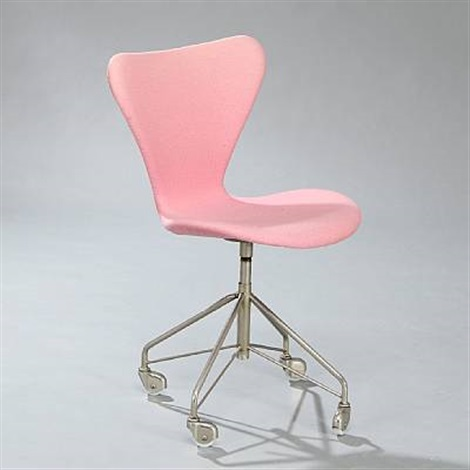 the seven chair model 3117 by arne jacobsen