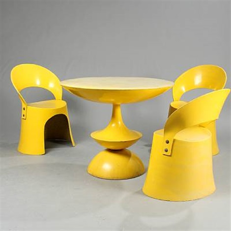 Chairs And A Circular Table (model Od5301 And Od5323) (set Of 4)