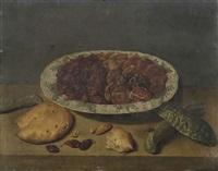 stilleben mit getrockneten rosinen, aprikosen, pflaumen und mandeln in einer asiatischen schale by jacob van hulsdonck