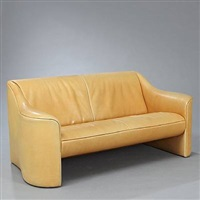 freestanding two-seater sofa by de sede