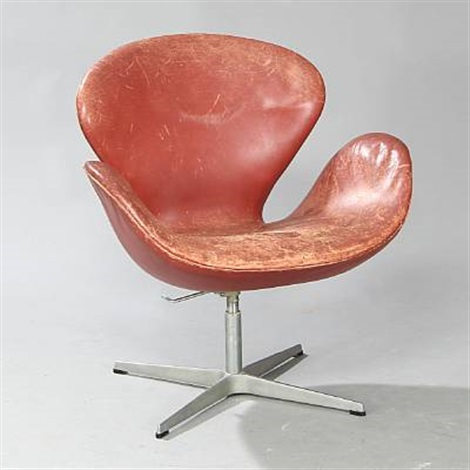 svanen easy chair model 3320 by arne jacobsen