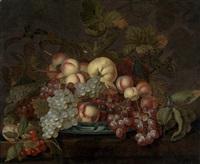 früchtestillleben mit trauben, pfirsichen und anderen früchten auf einer porzellanschale by bartholomeus assteyn