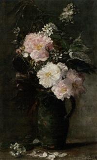 wildrosen und wiesenblumen in grünem keramikkrug by mathilde kopp