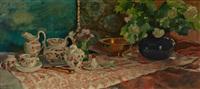 stilleben mit geschirr, kobaltvase, schneeballenblüten und stiefmütterchen by paula freiin von wachter