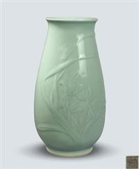 《春兰花开》瓶 (chinese orchid blossoms vase) by xia houwen