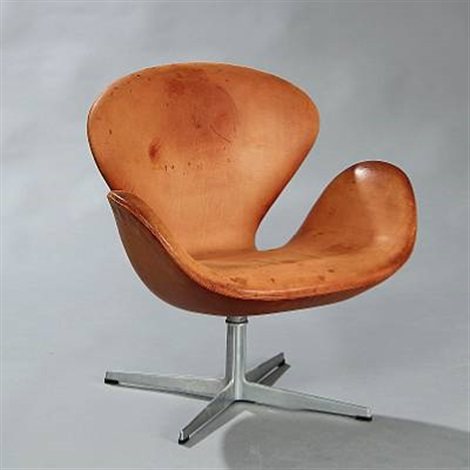 the swan chair model 3320 by arne jacobsen