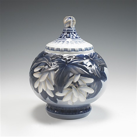 lidded vase model 1724 by effie hegermann lindencrone