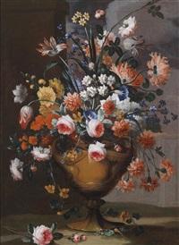 blumenstillleben von pfingstrosen, rosen, lilien, tulpen, narzissen und anderen blumen by karel van vogelaer