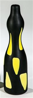 vase aus der serie ''arsos'' by alessandro mendini