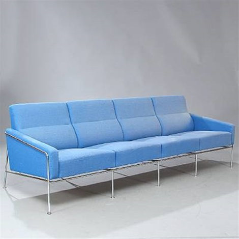 lufthavnssofa four seater sofa model 3304 by arne jacobsen