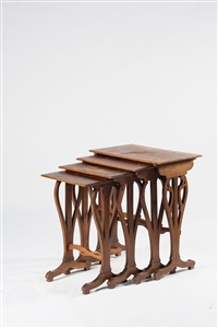vier satztische 'tables gigognes' (set of 4) by émile gallé