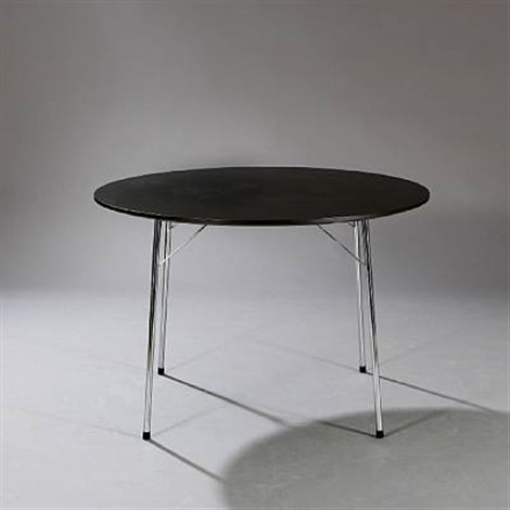 circular dining table by arne jacobsen