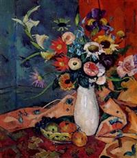 sommerblumen in weißer vase by julius hess