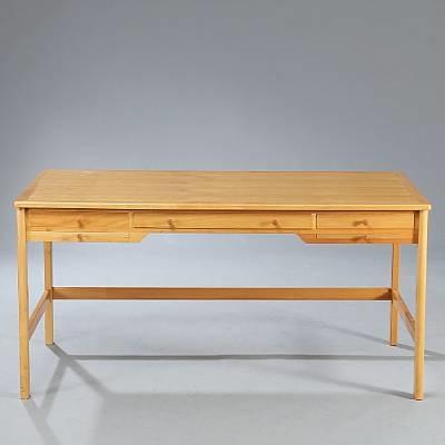desk model 141 by rigmor andersen